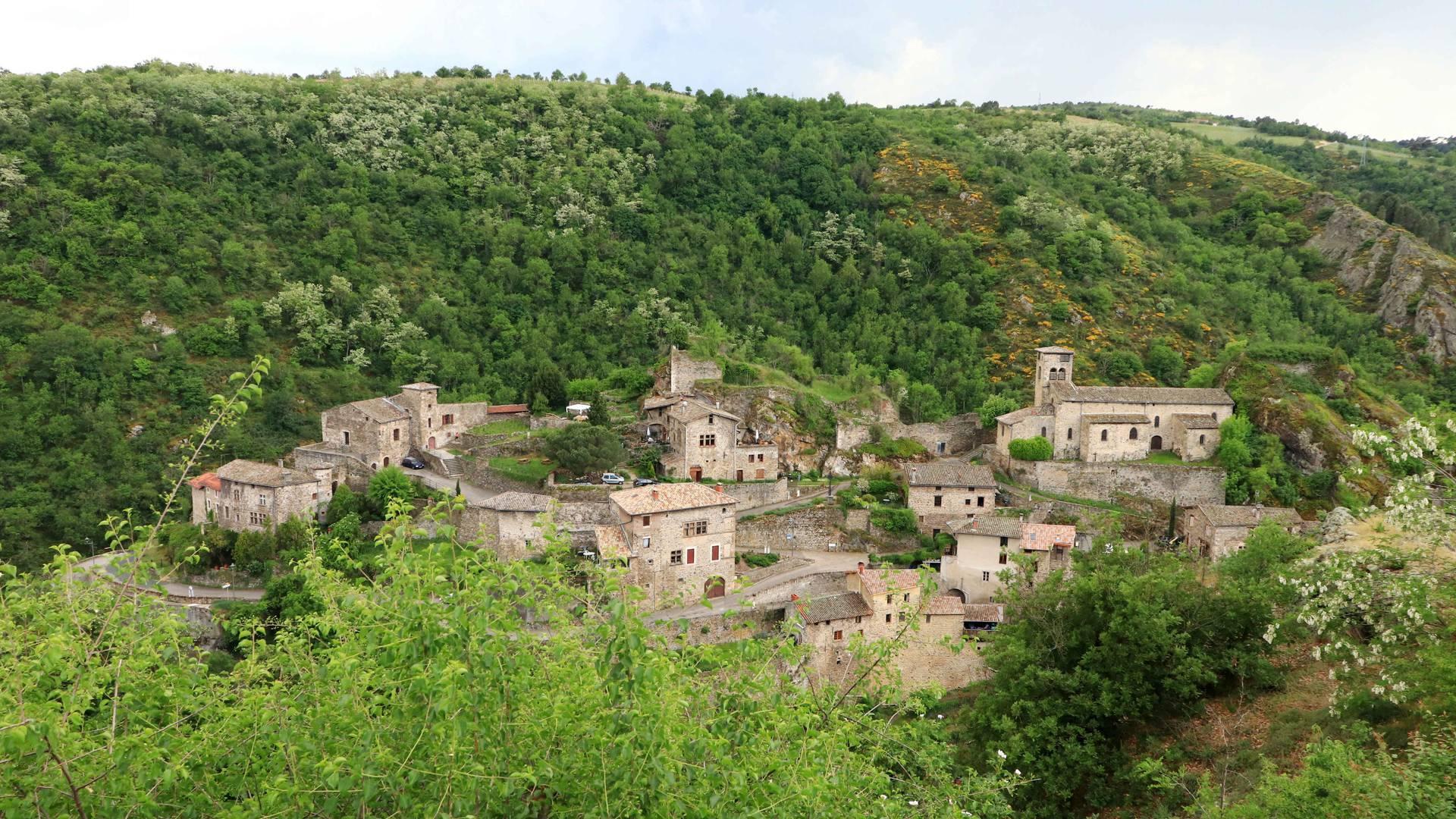 Vue sur le village médiéval de Malleval